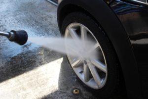 タイヤの洗浄は高圧洗浄機を使う